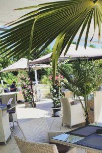 Restaurant unter Palmen
